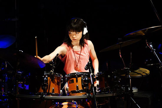 Resourceful 16-year-old Girl Plays Drum As A Pro