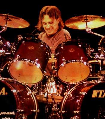 http://www.drummerworld.com/pics/drum/dpa11/DaveLombardoBB.jpg
