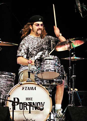 http://www.drummerworld.com/pics/drum6/mikeportnoy1.jpg