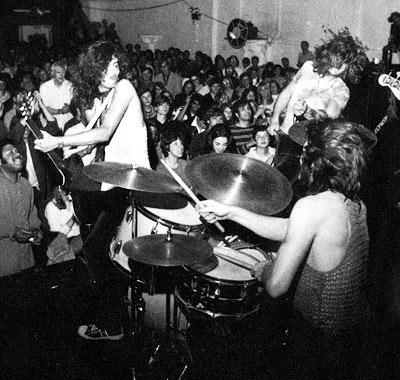 俺はギターを鏡に投げ込んだ♪Too Old To Rock And Roll , Too Young To Die
