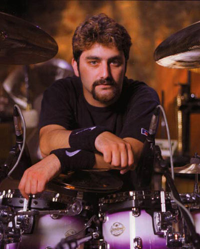 Барабанщик DREAM THEATER Mike Portnoy закончил запись ударных...